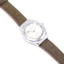 Silberne Uhr mit grünem Armband