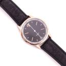 Roséfarbene Uhr mit schwarzem Armband