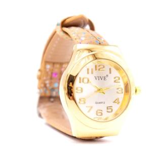 Goldfarbene Uhr mit natürlichem Armband und bunten Punkten